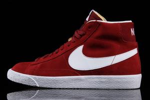De Nike Blazer Mid Premium 'Team Red' is de perfecte herfst sneaker