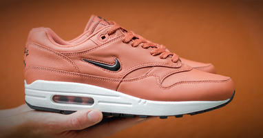 Nike dropt nieuwe Air Max 1 'Dusty Peach/Black'